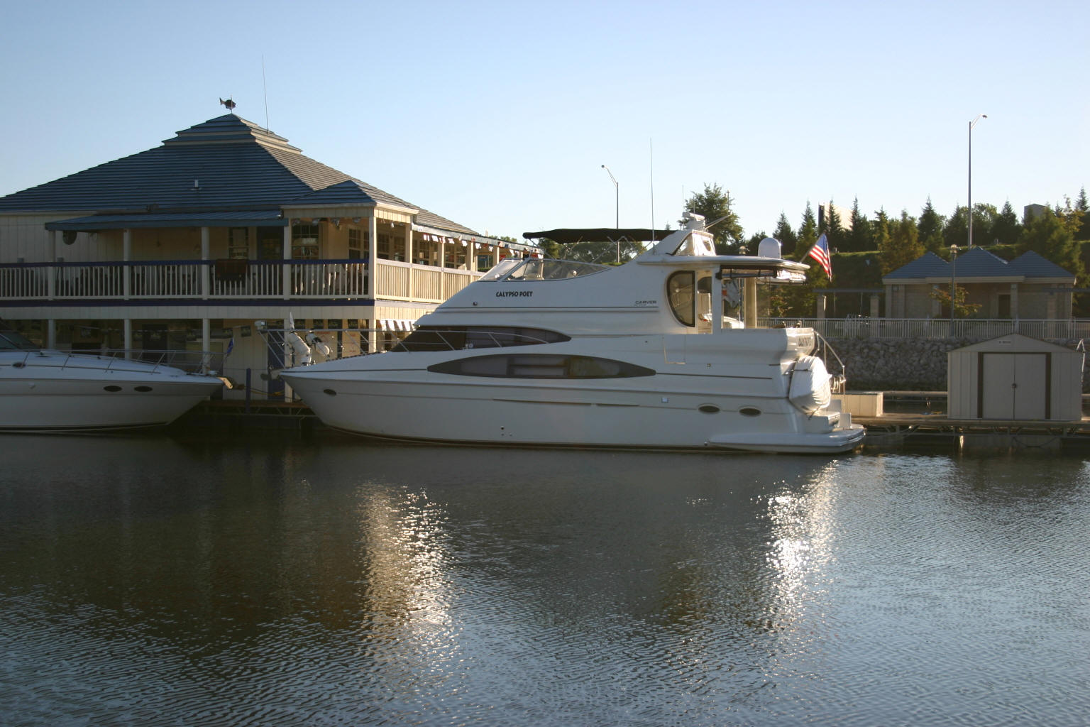 Calypso Poet (Carver 466) at Florence Harbor, AL