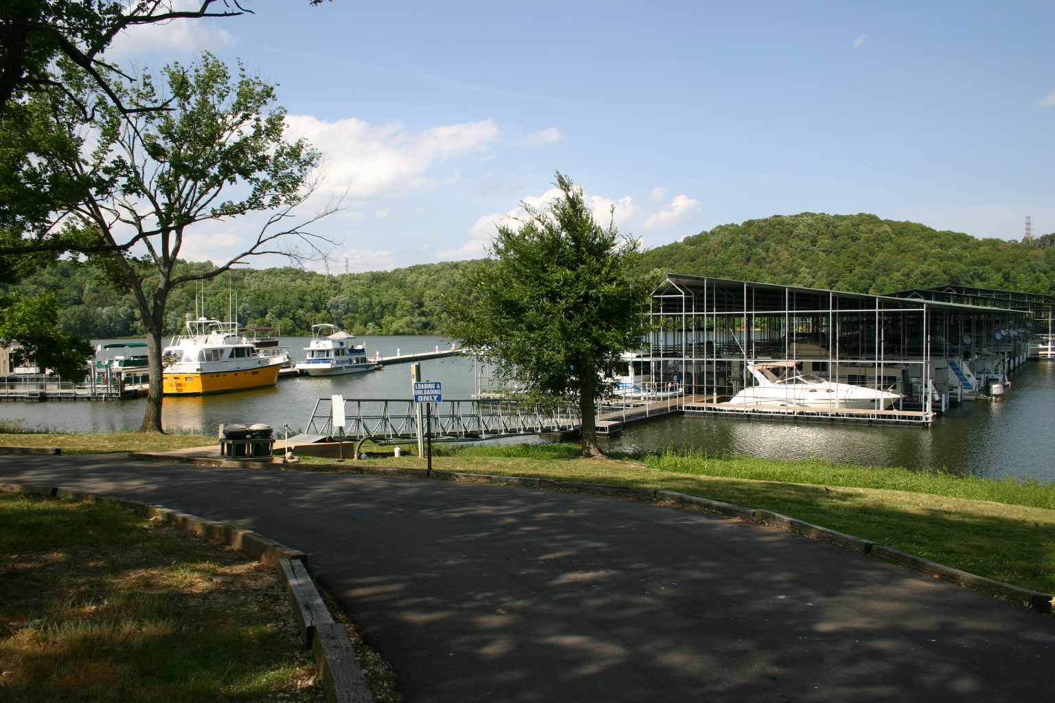 Pebble Isle Marina, Tennessee River