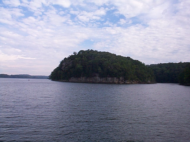 Cruising along the Tennessee River